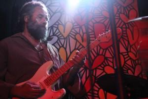 Robbie-Mills_guitar_Darwin-300x200